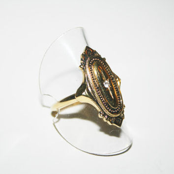 Size 9 Vintage Avon gold toned ring with diamond-like stone FREE US SHIPPING