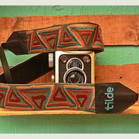 Leather camera strap with traditional Guatemalan embroidery - Camino Montaña (Mountain Road) in Brown, Turquoise