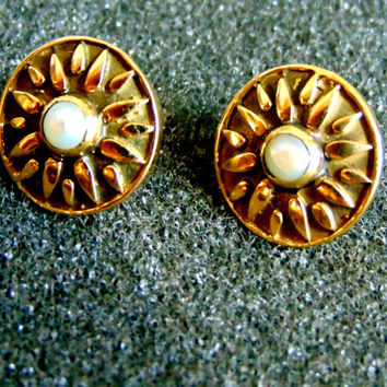 Stunning 18k gold and pearl stud earrings-Vergina sun gold earrings-Ancient greek gold earrings-Artisan jewelry-Greek art