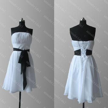 White and Black Sash Bridesmaid Dresses 2015 Strapless A Line Knee Length Homecoming Party Dresses Lace Up Prom Dresses Beach Wedding Guest