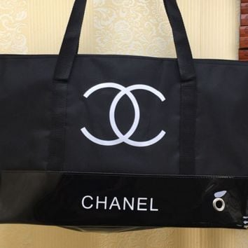 Chanel carries a black waterproof cloth with a single shoulder women's bag shopping in patent leather