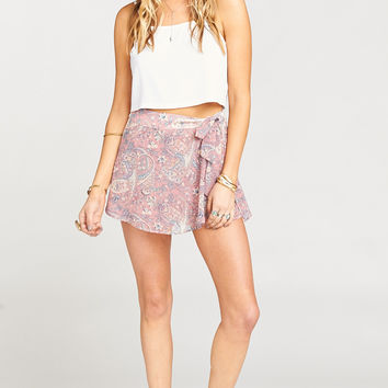 The Great Wrap Short ~ Blushing Paisley