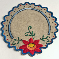 Vintage embroidered doily linen Arts and Crafts floral