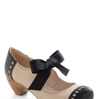 Bow'n Places Heel in Smooth Beige | Mod Retro Vintage Heels | ModCloth.com