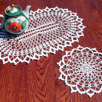 White lace doilies Oval crochet doily Round crochet doily 8 inches doily 18 inches doily Lace table decor Set of 2 doilies Living room decor