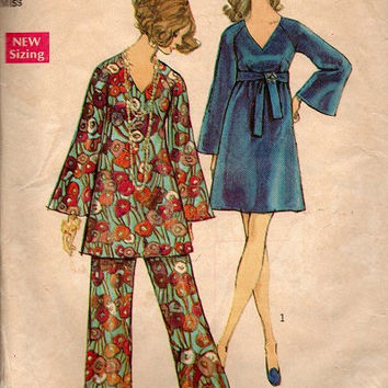 Retro 1970s Disco Fashion Simplicity 8549 Sewing Pattern Loose Fit Tunic V Neck Empire Waist Dress Wide Bell Sleeves Palazzo Pants Bust 40