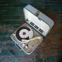 "Vintage 1950s Aqua Blue RCA Victor ""Victrola"" portable 4 speed record player"