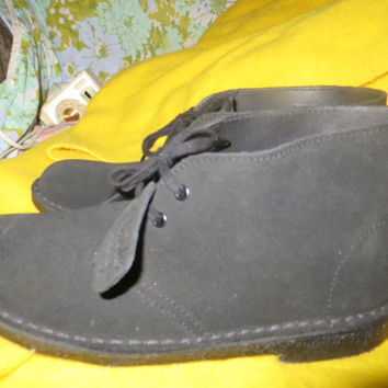 Vintage Clarks Orignals  black suede leather desert boots / chukka boots  size 8 1/2  never used UNISEX