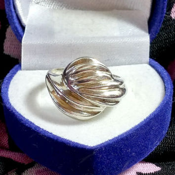 Vintage Silver Ring Size 6.75 Raised Top Three Part Flowing Ribbed Design Designer Style Ring Fabulous Versatile Fashion Accessory