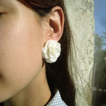 Polymer clay stud earrings. White roses with silver edges. Realistic flowers.