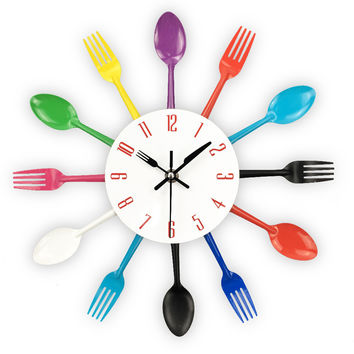 Cutlery Design Wall Clock Metal Colorful Knife Fork Spoon Kitchen Clocks Creative Modern Home Decor Antique Style Wall Watch