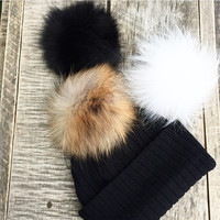 Une Tuque, 3 Pompons / One Beanie, 3 Pompons