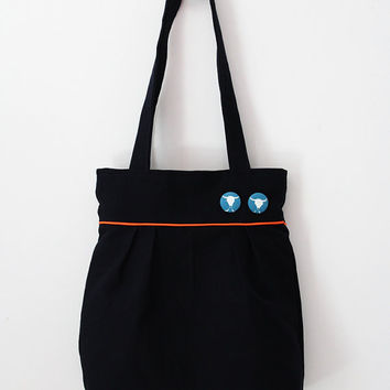 Pleated tote bag: navy blue with tangerine piping and blue bull buttons