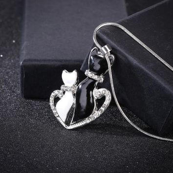 Lovely Cat Phones Black White 2cat On Heart Crystal Pendant Necklace For Women Girl Best Friend Gift Small Cat Jewelry #273698