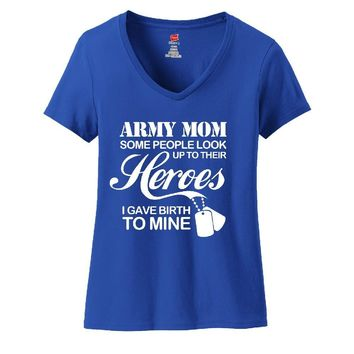 Army Mom Ladies V-Neck T-shirt - Great Gift For Awesome Mother