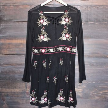 gauzy embroidered boho dress - black