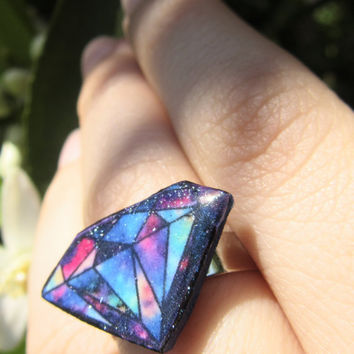Boho sparkling diamond shaped ring with trippy colors