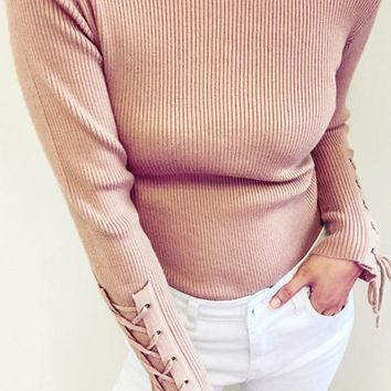 8DESS Casual Lace Up Sleeve Knitted Sweater Women Jumper O Neck Knitting Basic Pullover