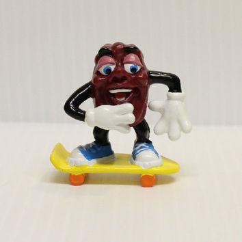 CALIFORNIA RAISIN SKATEBOARDING, Vintage pvc figure, vintage California Raisin, skateboarding gift, gift for collector,  1980s memorabilia