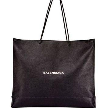ONETOW balenciaga mens large east west tote bag black white 2