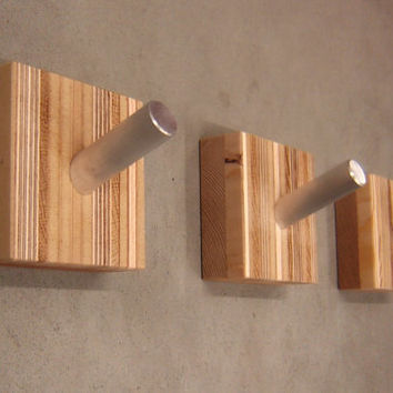 Merveilleux Single Modern Coat Hook In Reclaimed Laminated And Solid Woods