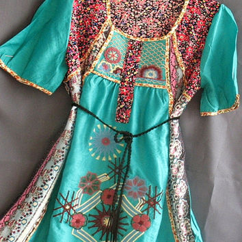 Women Top Shirt Kaftan Caftan Embroidered Tunic by myuniverse