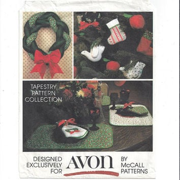 McCall's 5380 Avon Crafts Pattern for 10 Christmas Holiday Crafts, 1980s, FACTORY FOLDED, UNCUT, Stockings, Wreath, Linens, Vintage Pattern
