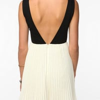 Urban Outfitters - KNT By Kova & T Sleeveless Windsor Dress