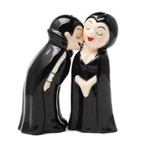 Magnetic Salt and Pepper Shaker Set - Vampire Couple