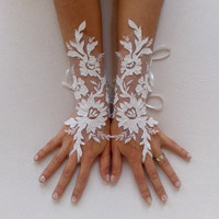 Unique very elegant Ivory and 3D flower  Wedding gloves bridal gloves gauntlet guantes wedding trend rustic wedding rustic accessory