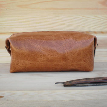 mens toiletry bag, Personalized dopp kit, leather shaving bag, Travel bag, leather pouch, cosmetic bag, groomsmen, make up bag , cognac