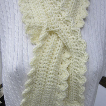 Crochet Neckwarmer Scarf in Cream with Ruffles, Ruffled Neckwarmer, Soft Feminine Neckwarmer with Slit, Cream Scarf, Womens Winter Wear