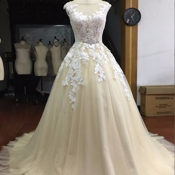 Loverxu Cap Sleeve Champagne Appliques A Line Lace Princess Wedding Dress 2017 Luxury Button Beaded Sashes Bride Gown Plus Size