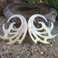 Mothers's Day Special 15% Off   6G -4 mm  Yellow Mother pearl vine spiral earring , ear  gauge,  Body Jewelry L1415