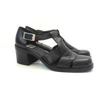 vintage black strappy sandals. chunky heel leather shoes. womens cage sandals. size 7.5