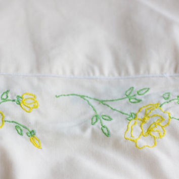 Vintage Sheet Set, Shabby Chic Sheets, Yellow Roses Cottage Bedding, JCPenney Double Bed, Percale Permanent Press, Green Yellow Green