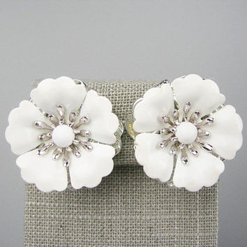 "Bridal White Metal Flower Clip-on Earrings with Silvertone Setting Vintage 1960s Sarah Coventry Jewelry, 3D Dimensional Large 1.25"" Wedding"