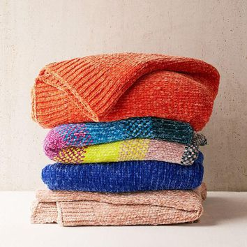 DCCKVE6 Chenille Knit Sweater Throw Blanket | Urban Outfitters