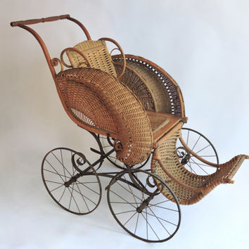 Large Victorian Wicker Child's Stroller. Heywood Wakefield. Photo Prop. Stage.
