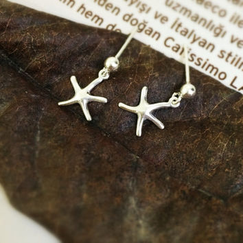 tiny starfish earring - delicate starfish earring - silver star earring - birthday gift earring - date gift - silver starfish ear pin