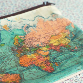 Vintage World map zipper pouch coin purse.Vanity case.World Map pencil case.Vintage map purse.Travel bag.Custom World Map Make Up Bag.