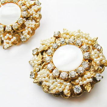 Vintage Rhinestone Earrings with Petite Faux Pearls and MOP Cabochon - Boucles d'Oreilles.