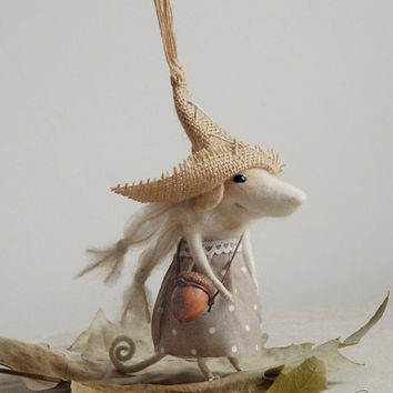 Peasant mouse, needle felted mouse, felt ornament, sculpture, figurine, felted animal, needle character, cute mouse, tender mouse