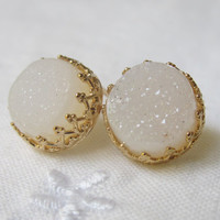 Druzy stud earrings, White druzy post earrings, Druzy stones in gold post earrings, Vintage earrings, Bridesmaid earrings, Bridesmaid gift
