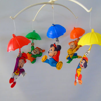 Wonderful World of Disney Vintage Musical Nursery Crib Mobile , Dolly Toy USA ,Mickey Mouse ,Pinocchio, Jiminy, Cricket ,Dopey, Happy