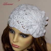 Chunky white women hat / Crochet beanie with flower