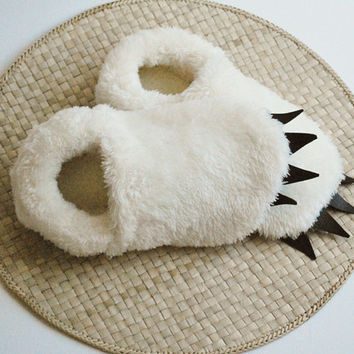 Yeti Slippers - Adult Sized - Ivory with Black Claws