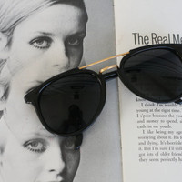 1970s DEADSTOCK Sunglasses..great american looks. skelter. retro. mod. sunglasses. womens. rad. boho. urban. hipster. summer. party. twiggy.