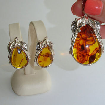 Vintage Pear Pendant and Earrings Set, Amber Gold Honey Swirl Lucite Fruit, Silver Tone Metal, Demi Parure, Estate Jewelry