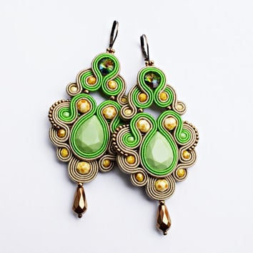 Soutache dangle earrings. Bohemian green jewelry. Soutache handmade earrings.